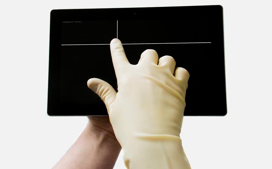 atotech__0002_Handschuh-Tablet